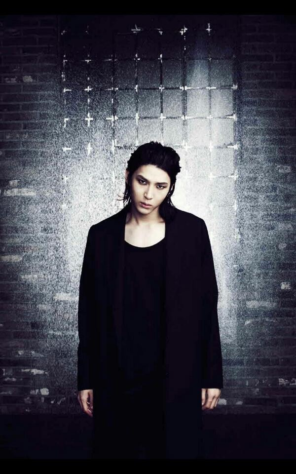 Vixx Leo~~~Because Asian Goth Boys, okay? How could I not?