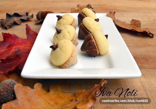 Dekorativni keksići inspirirani jeseni koji se tope u ustima, sa mojim omiljenim sastojcima, vanilija, čokolada i lješnjak!
