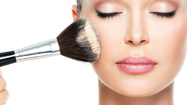 Si tienes la piel grasa, sigue estos cuatro pasos para que tu maquillaje dure más