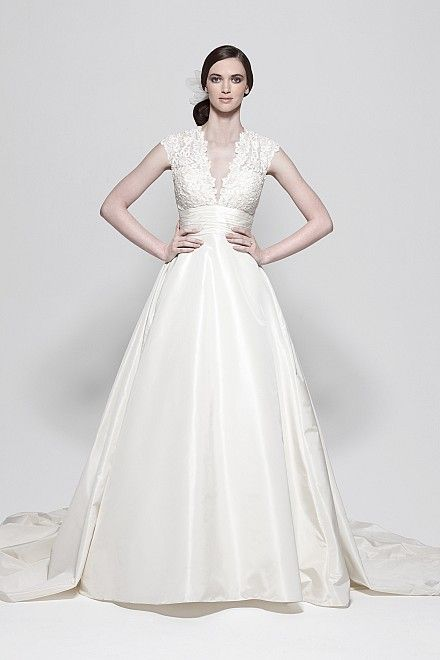 gorgeous!: Full Skirts, Wedding Dressses, Lace Tops, Dresses Style, Ball Gowns, Court Training, Wedding Dresses, Chapel Training, Escal Gowns
