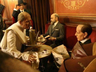 Escena del Café Gijón en el Museo de Cera de MAdrid
