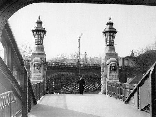 Berlin, Gerickesteg in Mitte (Moabit), 1915 Crossing the river spree near Bellevue palace, the Gerickesteg is a pedestrian bridge, that was erected in 1914/15. Partially damaged in WW2, it was repaired and preserved in a slightly simplified version.