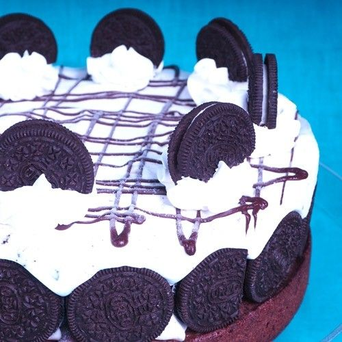 You should never ever let anyone make you choose between Oreo's and ice cream. That's why we combined those two in this ice cake and trust us, you're definitely want to do the same.   Oreo ice cake  - Cake - Recipes  | Deleukstetaartenshop.com