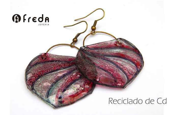 FREDA. Reciclado de cd.  Aros bolcitos