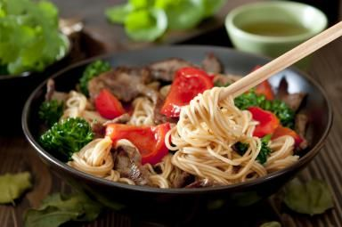 What is the Difference Between Lo Mein and Chow Mein? Know your noodle vocabulary!!