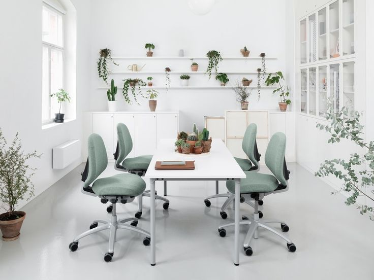 RH Mereo, a working tool and a performance tool helping you and your company to achieve goals and succeed.#InspireGreatWork #Scandinavian #design #ergonomics #office #chair
