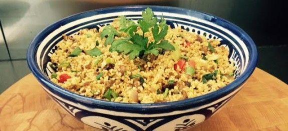 Toevoegen aan mijn receptenEen lekker gerecht met couscous is zo slecht nog niet! Couscous is naast gezond ook enorm eenvoudig om klaar te maken. Deze versie met rundergehakt en Italiaanse groentemix is een variant die bij velen in de smaak valt. Probeer het gerecht nu zelf uit met dit recept. Benieuwd naar meer gerechten met …
