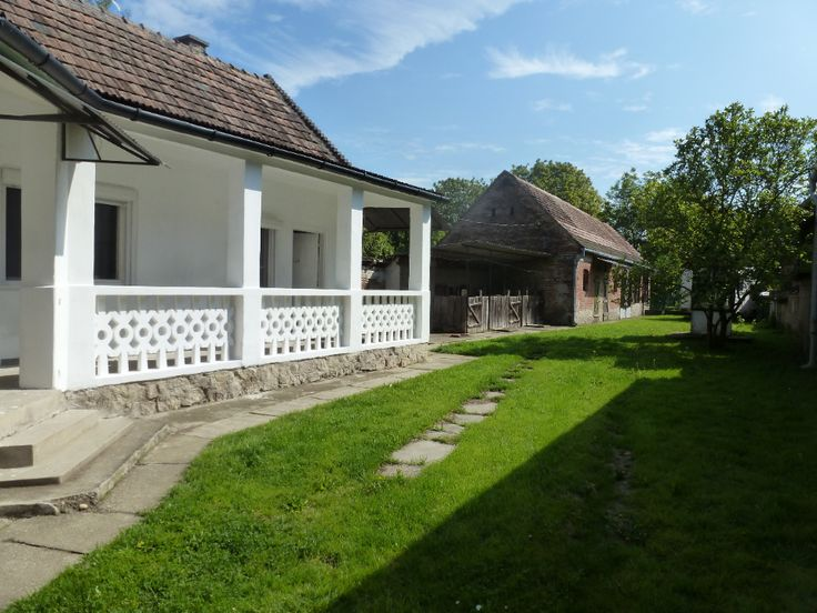 Pet friendly holiday home whith completely fenced garden. Price class € 100 – € 200 Holiday home Zrínyi is a Hungarian farmhouse which has been fully modernized, keeping the authentic parts. This house is in the middle of the village, yet you have all the rest and nature around...