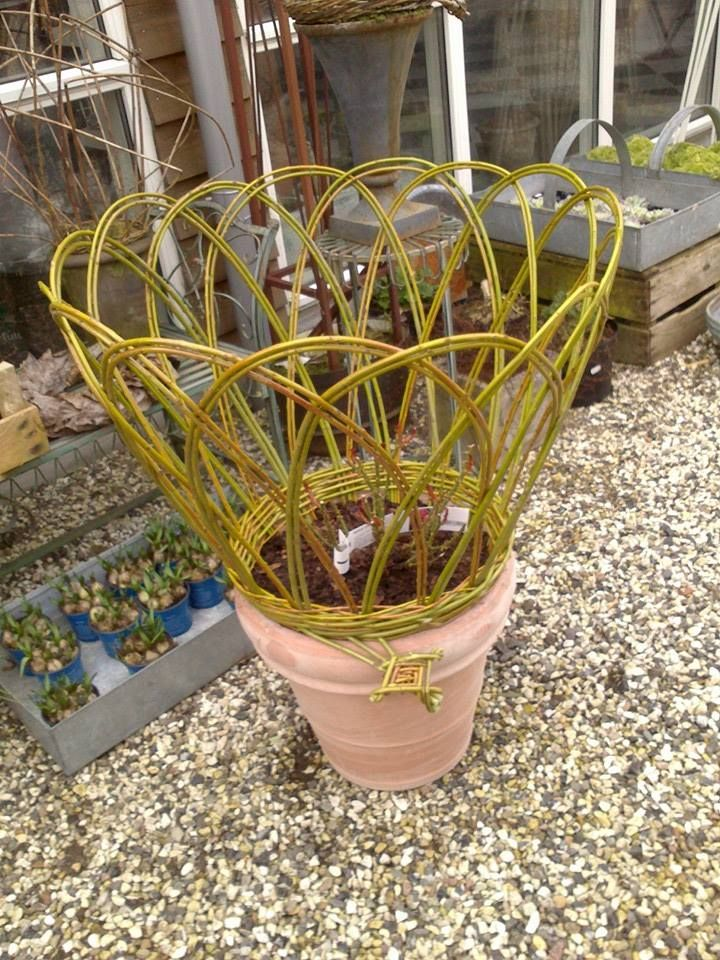 For the garden - Aase Hviid  This would be good to try and make.