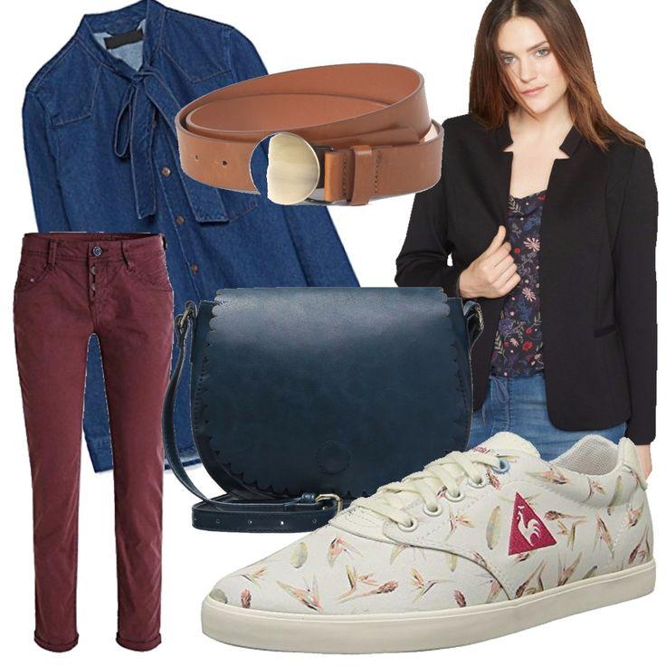 Pantaloni comodi in tinta con il simbolo sulle scarpe chiare; blazer nero sopra la camicia in jeans abbellita dal fiocco e per finire tracolla con fibbia.