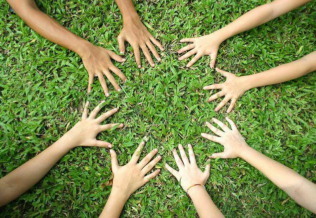 Κίνητρα στην εκπαίδευση των παιδιών Όταν αναφερόμαστε στα κίνητρα στην ουσία αναφερόμαστε σε μια πολυδιάστατη έννοια που καλύπτει επιμέρους στοιχεία της ανθρώπινης συμπεριφοράς σε μεγάλο βάθος και εύρος και γι' αυτό δεν είναι εύκολο να ορισθεί. Ανάλογα με το θεωρητικό υπόβαθρο στο οποίο στηρίζεται κάθε ορισμός δίνεται και αντίστοιχη ερμηνεία του όρου.
