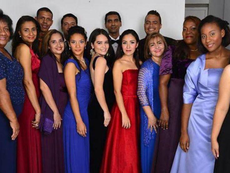 Los integrantes del Grupo Lírico y cantantes de Ópera Live. Cortesía