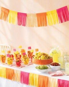 Mexican Fiesta Party Ideas : Een slinger maken van crêpe-papier #kinderfeestje #kookfeestje #Mexicaans