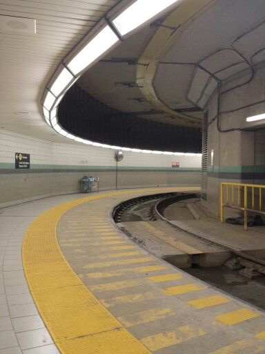 The curve, Toronto subway