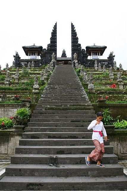 Steps to the temple, Bali, Indonesia... Check out my Bali honeymoon guide: http://holipal.com/the-best-honeymoon-in-bali/