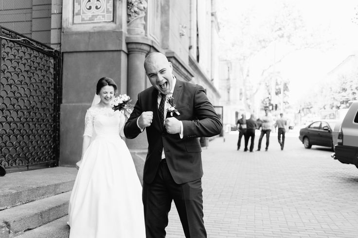 Как быть с отличным настроением в день свадьбы? 💍 . Чтобы свадебное торжество получилось просто сказочным, необходим особый настрой. И это играет ключевую роль, как правило, именно для невесты👰. У нее могут быть небольшие приступы паники😳😳😳, желание поплакать😥😢 или ощущение, что что-нибудь пошло не так. . Для того чтобы этого избежать, необходимо подготовить себе специальную релакс-терапию для невест👰. Накануне свадебного дня, подарите себе возможность заняться любимым делом. Если вы…