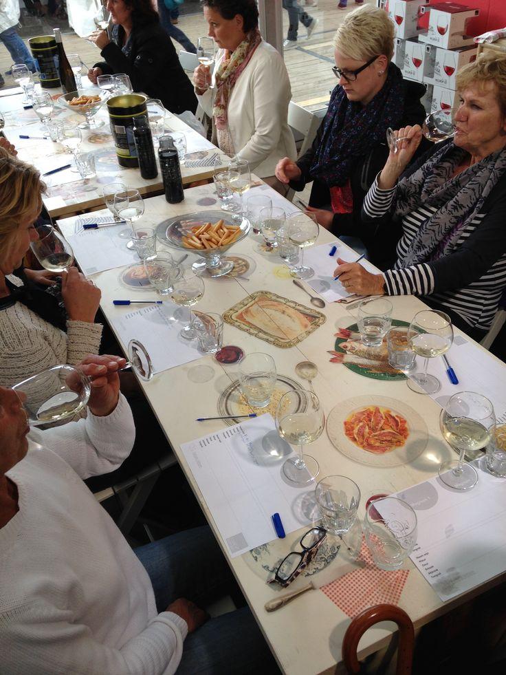 Wijn workshop van #Libbey op de #Libellezomerweek. Print op tafels.