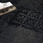 rivestimento e decorazione a rilievo in micro cemento con finitura a nero opaca