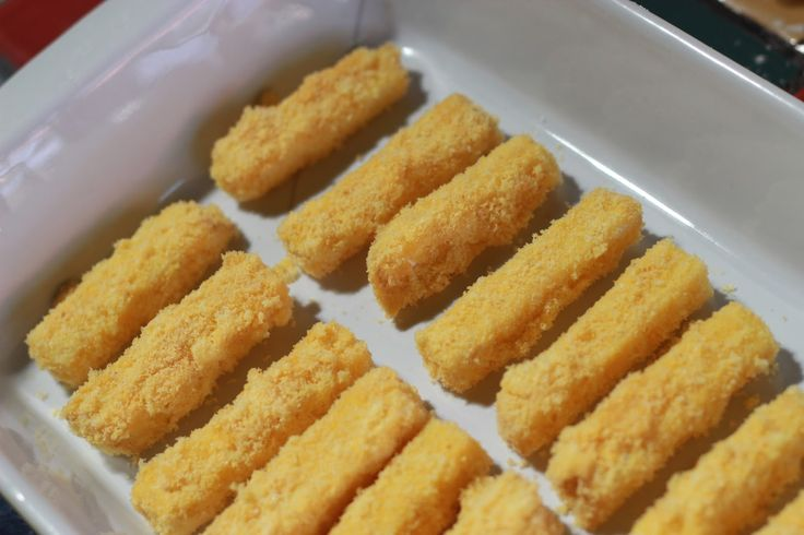Crocantes de queijo, impossível parar de comer, um salgadinho diferente e delicioso. Experimente! INGREDIENTES 2 xícaras (chá) de queijo parmesão ralado grosso 1 xícara (chá) de farinha de trigo especial 1/2 xícara (chá) de leite integral 5 colheres (sopa) de margarina sem sal 2 dentes de alhos amassados 1 gema 1 colher (sopa) de água …