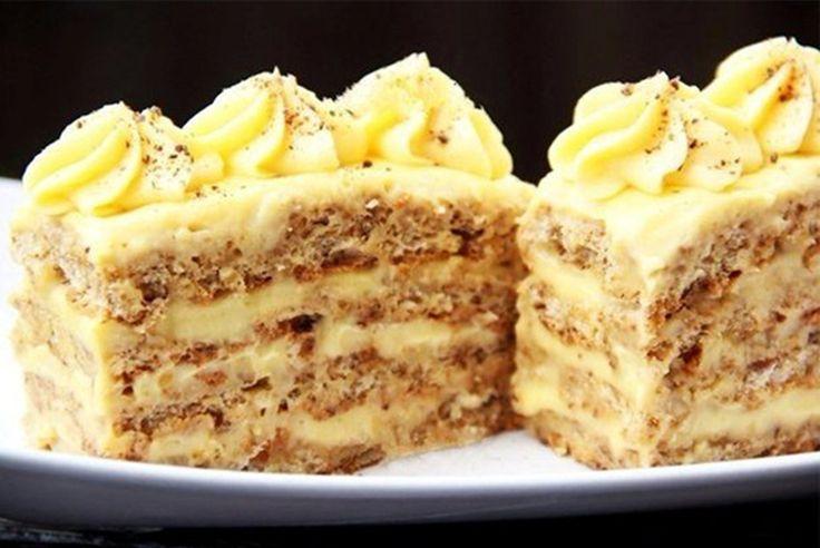Vă prezentăm o prăjitură cu nucă minunată, așa cum o prepară profesioniștii! Este ideală pentru orice ocazie, deoarece are un gust senzațional și este o rețetă foarte ușoară! Ingrediente pentru foi: - 5 albușuri - 200 g zahăr - 160