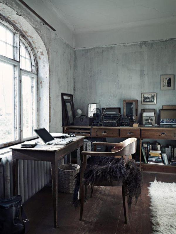 Met mooie antieke spulletjes, zoals een oude koffer, een typmachine of boeken, krijg je een mooie sfeer in je werkkamer.