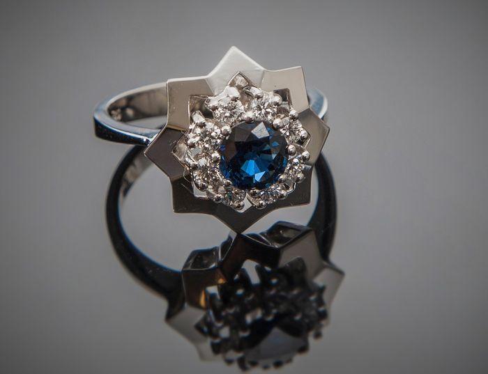 14 kt gouden ster-vormig ontwerper ring 0.24 ct diamanten & 1 ct Korenbloem blauwe saffier - ringmaat 57 / U.S. 8 / 18 mm diameter  EUR 70.00  Meer informatie