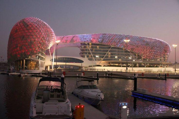 A cobertura do Yas Viceroy - hotel e autódromo que recebe o Grande Prêmio de Fórmula-1 no próximo dia 3 de novembro   Foto: Eduardo Maia/O Globo — com Maria Del Rosario Arbelaiz em Abu Dabi, Abu Dhabi, United Arab Emirates.