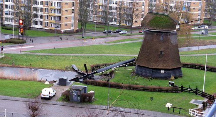 Wieken van molen Alkmaar gewaaid 15012015