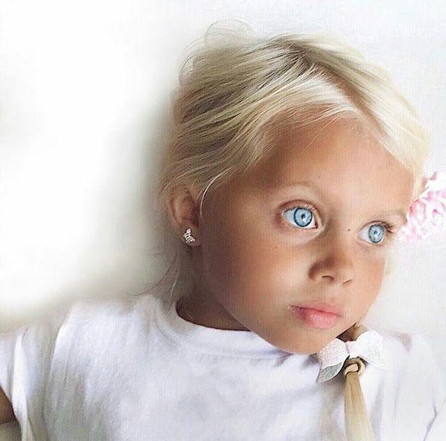 Con azules rubios ojos La paz