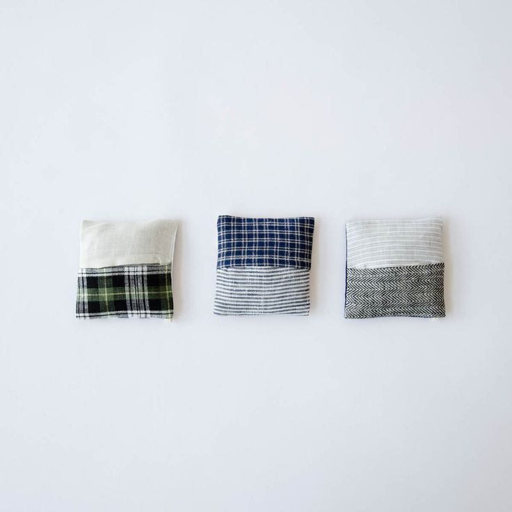 These clever lavender sachets are made from an assortment of linen patterns and contain dried lavender. They can be hung in a closet or tucked away in a drawer to provide a calming fragrance. Use i...