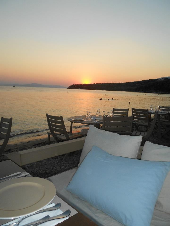 A place whose morning tastes are based on simplicity serving snacks, coffees and drinks to take off the scale by the evening with sophisticated cuisine that smells and reminds of #Greece. #6keys #6klidia #Afissos #Pelion