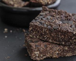 Brownies sans cuisson aux dattes et noix de cajou à I.G. bas