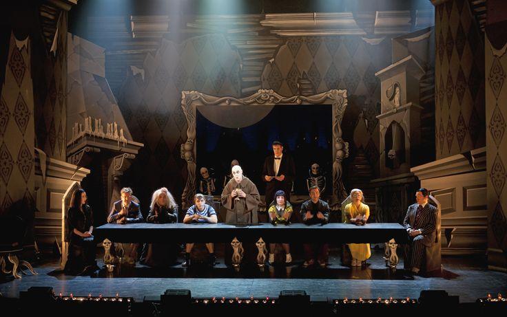 The Adams Family -musikaali sai ensi-iltansa Broadwaylla vuonna 2010. Tampereen Työväen Teatteri toteutti sen ensimmäisenä Suomessa. Nopeatempoinen kauhukomedia kantaesitettiin 4.10.2013.