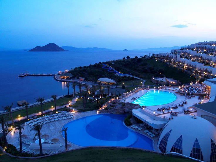 http://media-cdn.tripadvisor.com/media/photo-o/03/25/0d/b7/yasmin-resort-bodrum.jpg adresinden görsel.