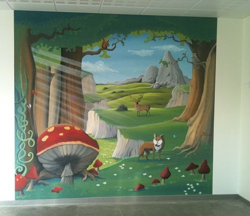 fresque murale au decor foret enchantee animaux peint sur