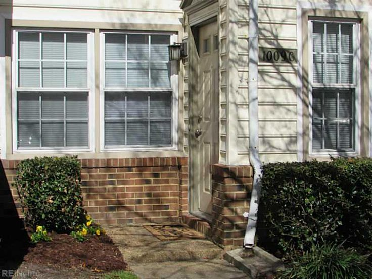 NICELY UPDATED, TOWNHOME STYLE 2 STORY CONDO TUCKED AWAY IN QUIET NEIGHBORHOOD IN CONVENIENT GREENBRIER. WELL MAINTAINED, OPEN & SPACIOUS FLOORPLAN, NEW CARPET, FRESHLY PAINTED, HARDWOOD, CERAMIC TILE, NEWER HVAC, & MORE. RESERVED PARKING &  FENCED PATIO. WALK TO YMCA & City Park! WELL MAINTAINED 2 STORY WITH BRIGHT, SPACIOUS & OPEN FLOOR PLAN THAT OFFERS AN UPDATED KITCHEN WITH BREAKFAST BAR, CERAMIC TILE FLOORING IN STAGGERED PATTERN, DOUBLE STAINLES...