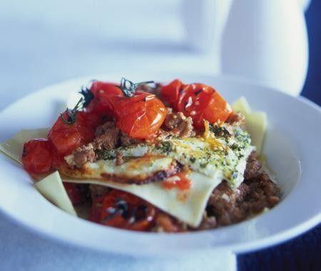 Lasagne rôtie aux tomates  montée directement dans les assiettes  http://maisonetdemeure.com/cuisine/recette-lasagne-rotie-aux-tomates