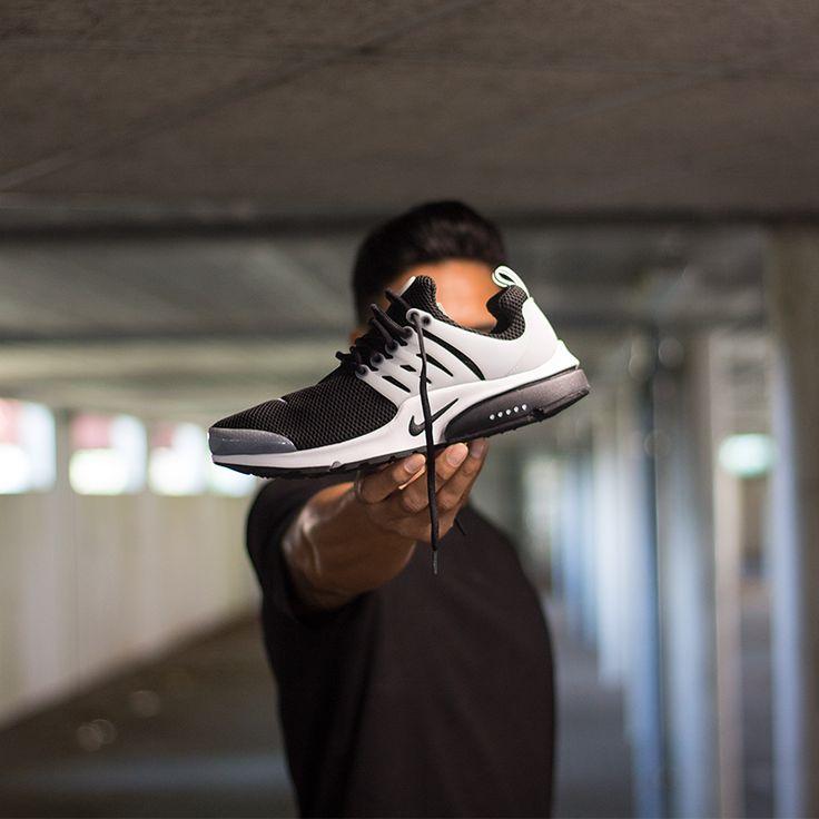 Nike Air Presto Black/White, shop this sneaker at http://www.frontrunner.nl