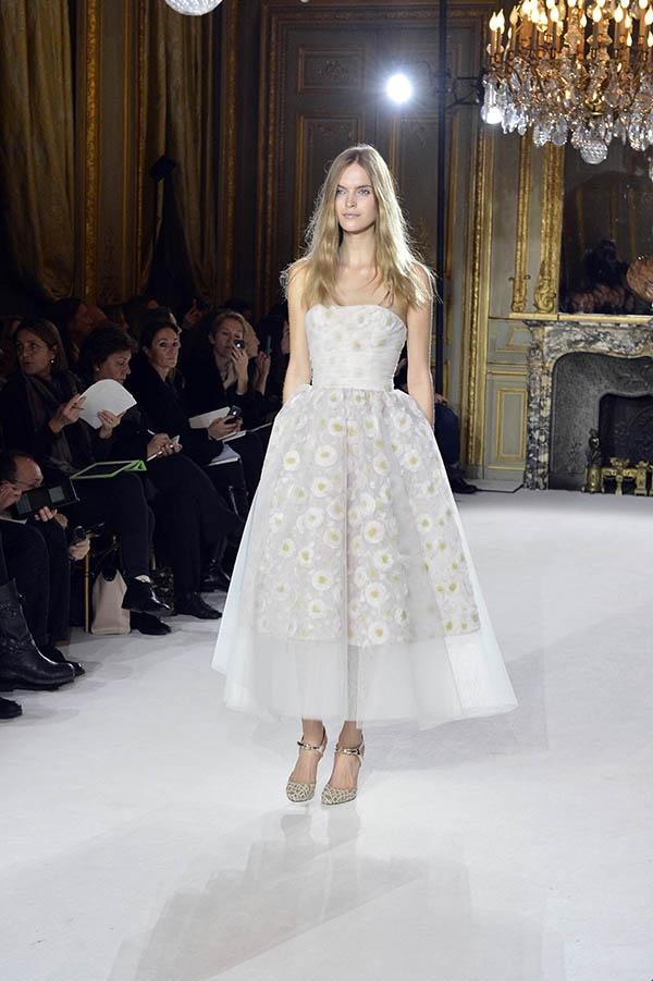 Semana da Moda de Paris: vestidos de noiva 2013. #casamento #vestidodenoiva #midi #flores #GiambattistaValli