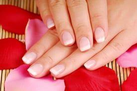 Sterke nagels zijn een must voor mooie, verzorgde handen. Sterke nagels breken namelijk veel minder snel af en zien er een stuk mooier uit dan zwakke, doorzichtige nagels. De vraag is alleen: hoe krijg je nou eigenlijk sterke nagels? Hoe sterk je nagels zijn wordt mede bepaald door erfelijkheid. Er zijn echter ook dingen die