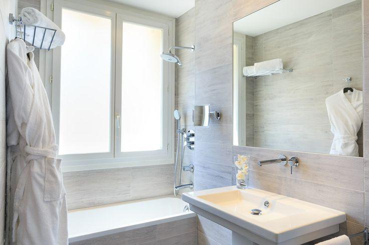 Deluxe bathroom of the Hotel Massena Nice