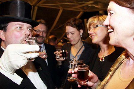 Lüttje Lage Abende mit Präsentation der Lüttjen Lage durch die hannoverschen Bruchmeister  #lüttjelage #hannover #bruchmeister #niedersachsen #tradition #bier #schnaps #beer
