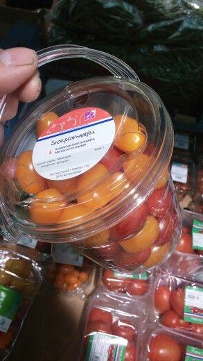 Snack tomatoes bucket
