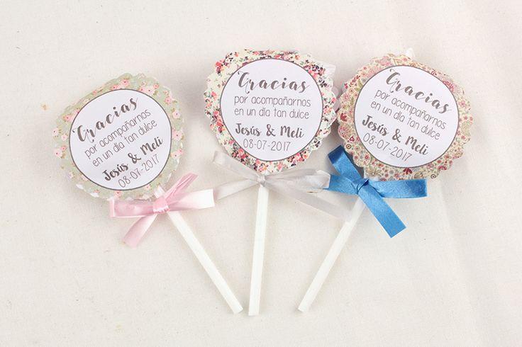 Piruletas de agradecimiento personalizadas que enamorarán en el día de tu boda