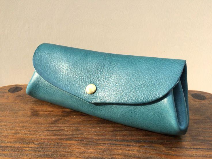 最高級イタリアンレザーで、コロコロ財布faveのLサイズを作りました。ターコイズカラーが春の気分!https://www.creema.jp/exhibits/show/id/1862918
