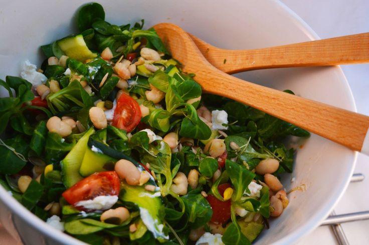 Een super lekkere, simpele en gezonde salade met witte bonen. Lekker om als lunch te eten :) Snel maken en je bent vast enthousiast over deze salade.