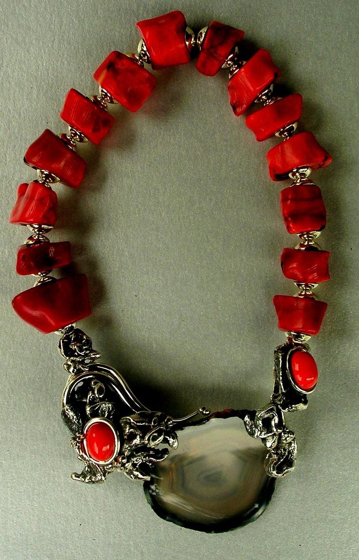 Collar: O  Colección: Mediterraneo  Materiales: Plata 925, Agata y Corales Rojos.