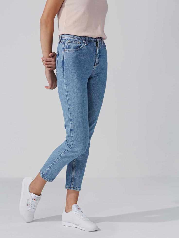 Drawing from one of the best androgynous style leftovers of decades past, these classic tapered jeans have an updated high waist for easy flattering wear.  High waist 90s style outlook Ankle length 100% cotto