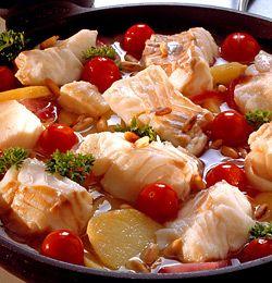 TORSKEGRYTE MED SITRON OG PINJEKJERNER. Torsk som smaker av Italia er en løsning på hverdagsmiddagen som garantert faller i smak. Her er den kjappe oppskriften.