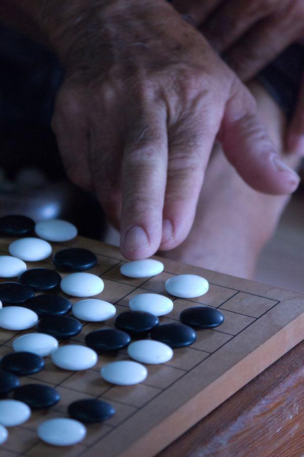 Igo board game, weichi